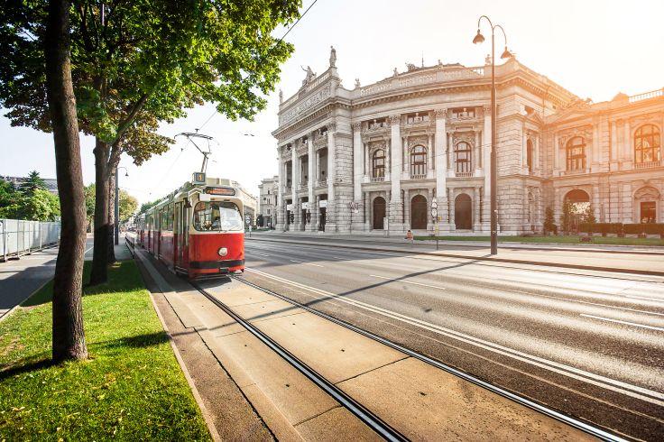 Tramway devant le Burgtheater - Vienne - Autriche