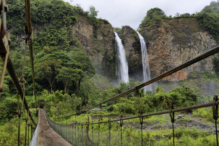 Cascade de Manto de la Novia - Région de Banos - Equateur