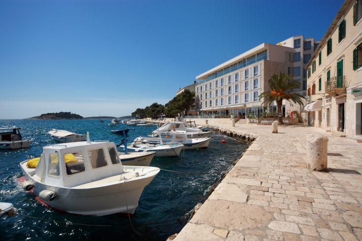 voyage en dalmatie en hotels design en croatie voyageurs du monde. Black Bedroom Furniture Sets. Home Design Ideas