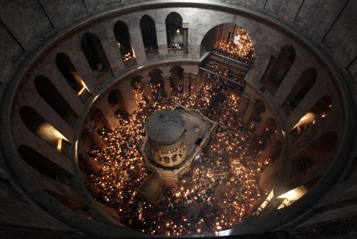 """Cérémonie chrétienne du """"Feu sacré""""  - Eglise du Saint-Sépulcre - Jérusalem - Israel"""