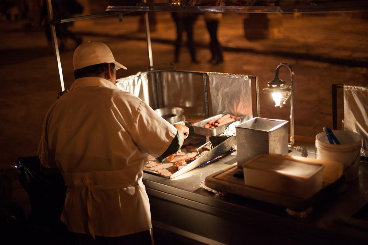 Homme qui cuisine à San Miguel de Allende