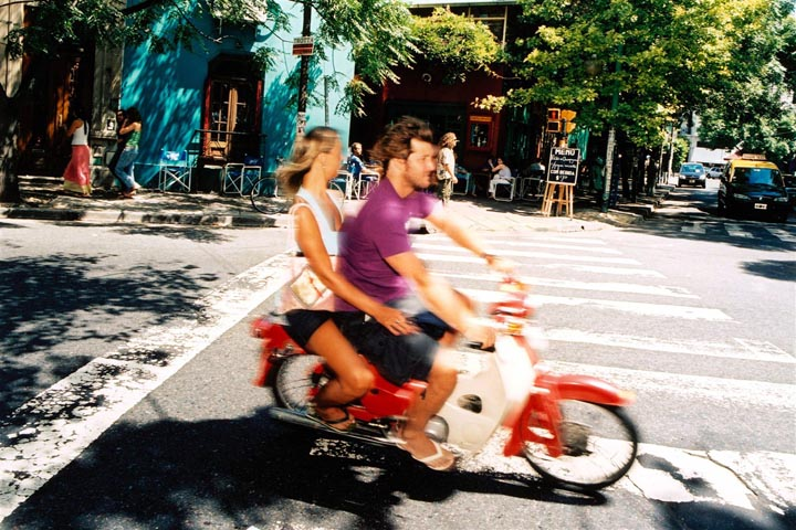 Couple sur un scooter