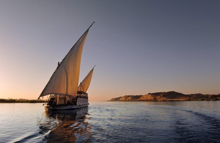 Voguer à bord de la Flâneuse, seule dahabieh autorisée à naviguer sur le lac