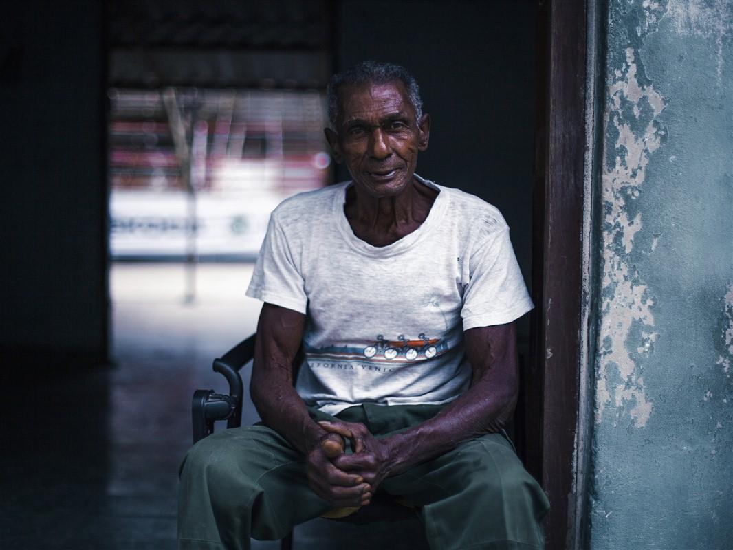 homme assis à Cuba