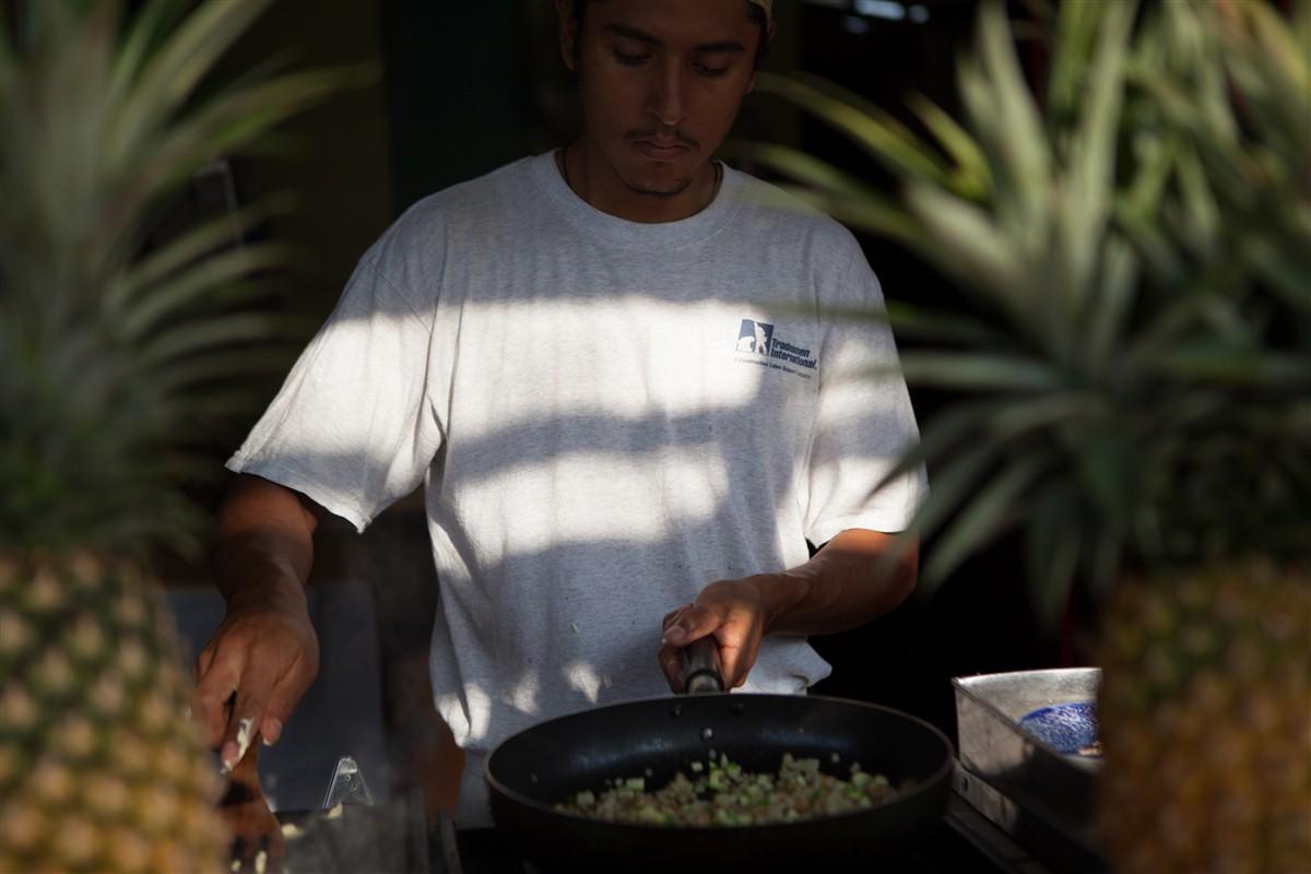 homme qui cuisine au mexique