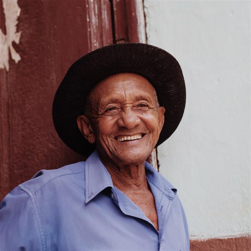 sourire dans homme à Cuba